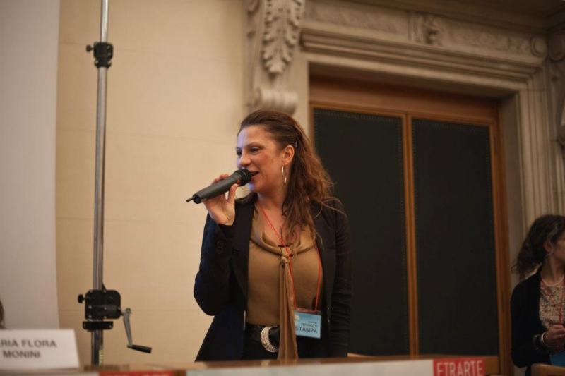 La nostra mitica Gloria Deganutti introduce i casi di studio nell\'ultima sessione di Business Meets Art.